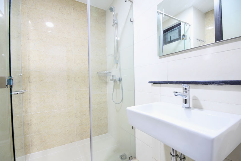 0122-0304 High class clean bathroom in serviced apartment at No 36 Thao Dien Street
