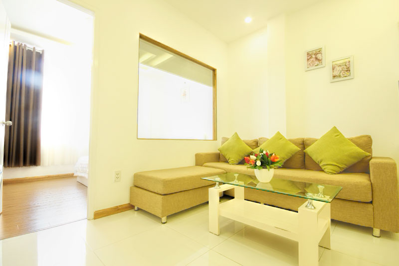 2036-1804 The living room is furnished with a sofa, next to the kitchen very convenient