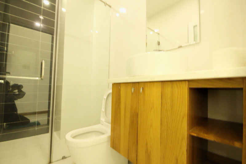 2044-1804-The bathroom is designed with wooden shelves and high-grade interior at Smiley 7