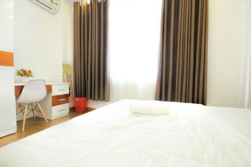 2230-1804 Bedrooms at serviced apartment in district 1 are lined with parquet floors and large windows.